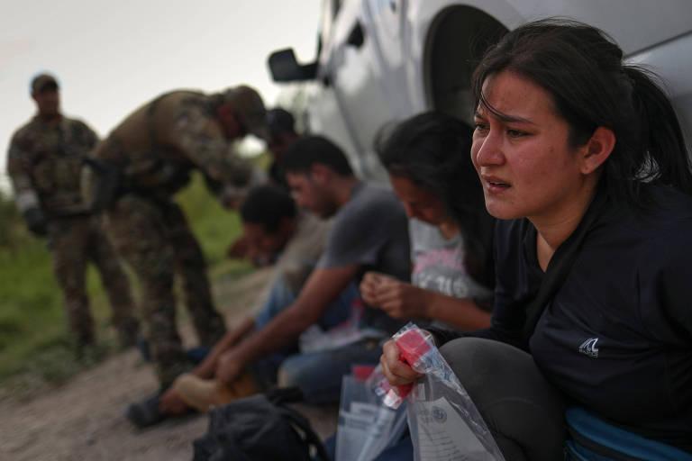 Patrulha apreende imigrantes na fronteira dos EUA