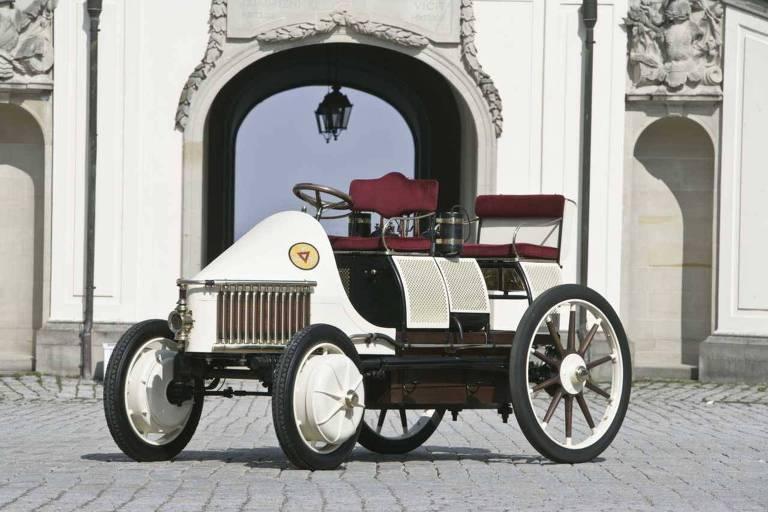O Semper Vivus, apresentado em 1901 por Ferdinand Porsche