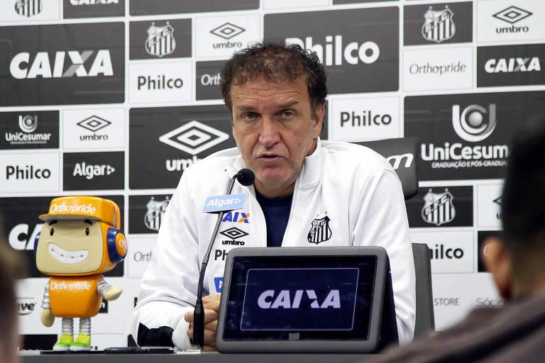O técnico Cuca venceu apenas um jogo no comando do Santos