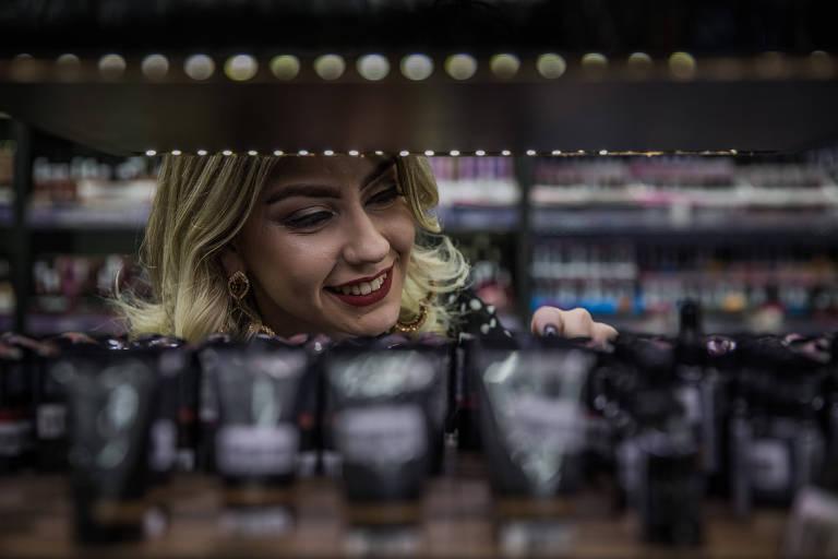Maquiagens são sucesso de vendas na rua 25 de Março