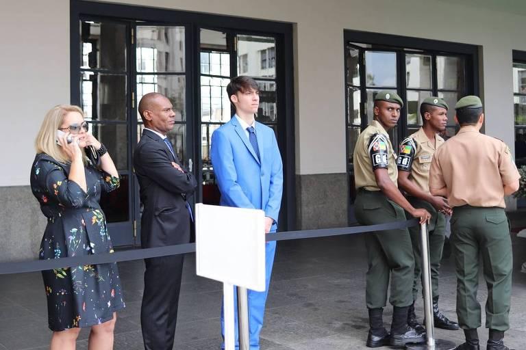 Jair Renan, 20, mais novo dos quatro filhos homens de Bolsonaro, acompanha evento com participação do pai na Academia Militar das Agulhas Negras