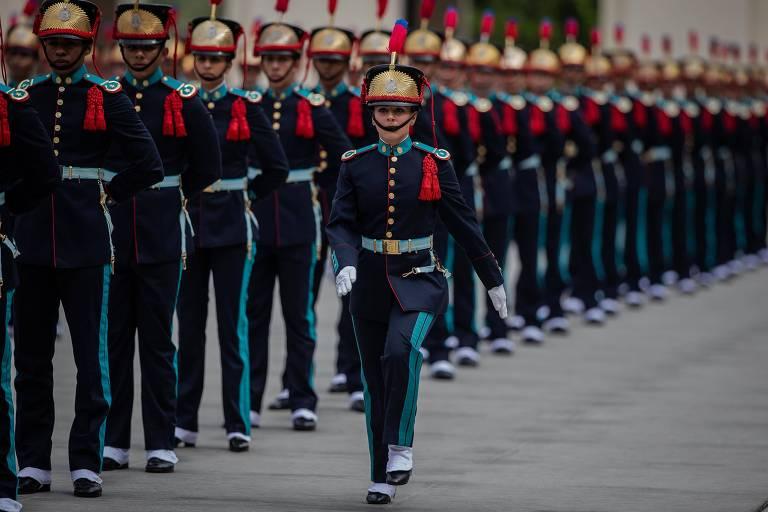 Bolsonaro vai a formatura de cadetes da Aman