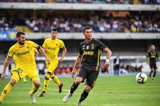 5a867bce7a Cristiano Ronaldo passa em branco em estreia da Juventus no Italiano