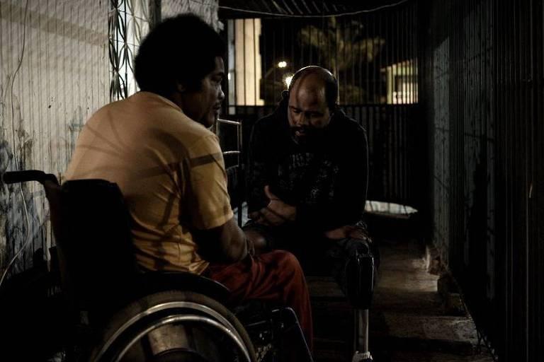 """Cena do filme """"Branco Sai. Preto Fica"""", de Adirley Queirós, vencedor do Festival de Brasília"""