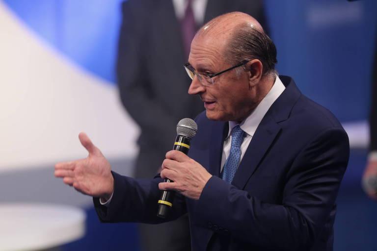 O candidato Geraldo Alckmin (PSDB) durante debate entre presidenciáveis na RedeTV!