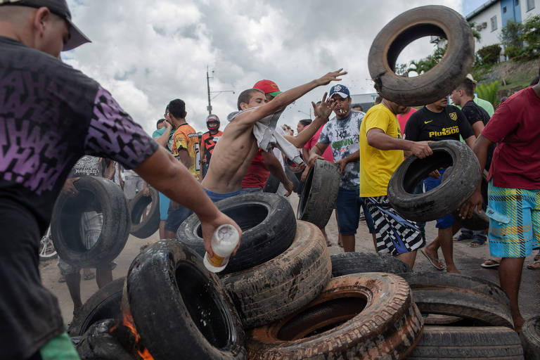 Venezuelanos e brasileiros se confrontam em Roraima