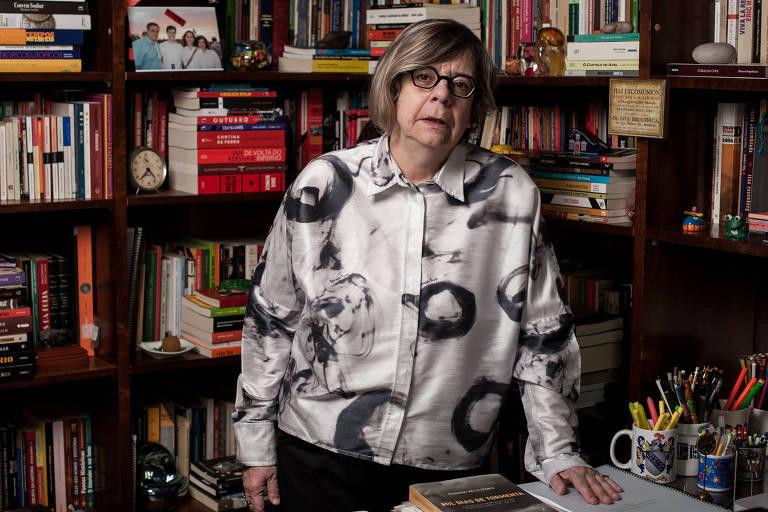 A historiadora Heloisa Starling em seu apartamento, em Belo Horizonte