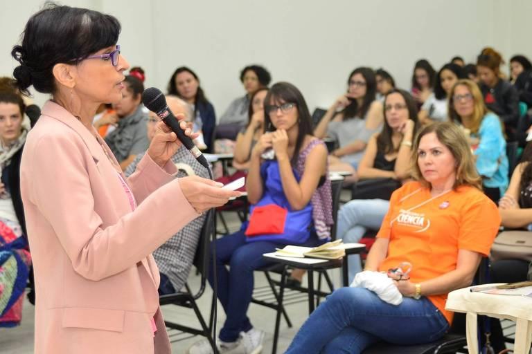 A física Marcia Barbosa durante palestra sobre discussão de gênero na Ciência no 70° Encontro Anual da SBPC, realizado em julho de 2018, em Maceió