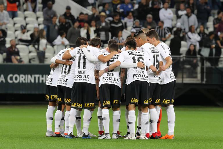 Corintianos antes de jogo contra o Grêmio na Arena Corinthians