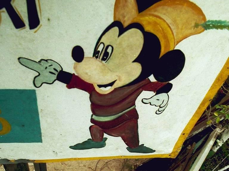 'Disneylândia brasileira' em Ferraz de Vasconcelos tem Mickey e Minnie