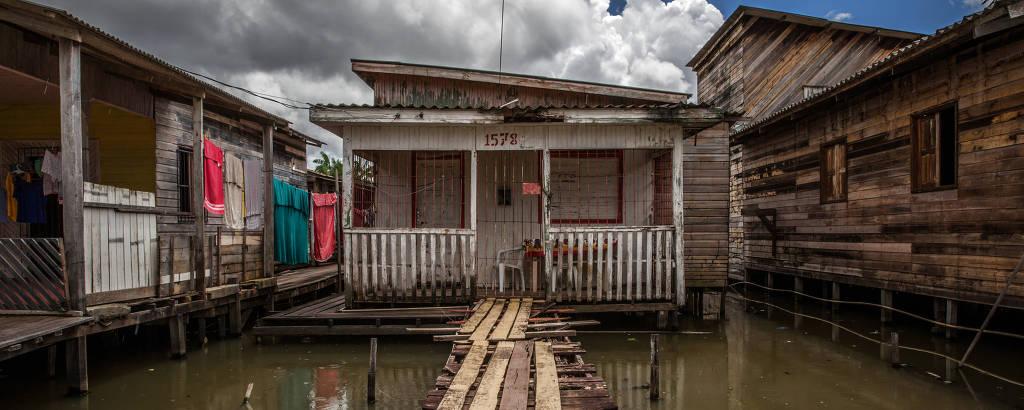 Área sem saneamento em Macapá; Amapá é o último colocado no Ranking de Eficiência dos Estados - Folha