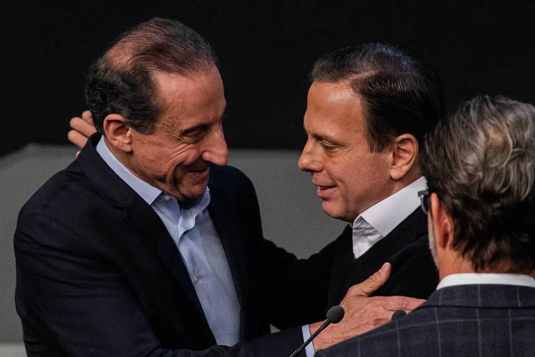 Skaf e Doria se cumprimentam antes do debate