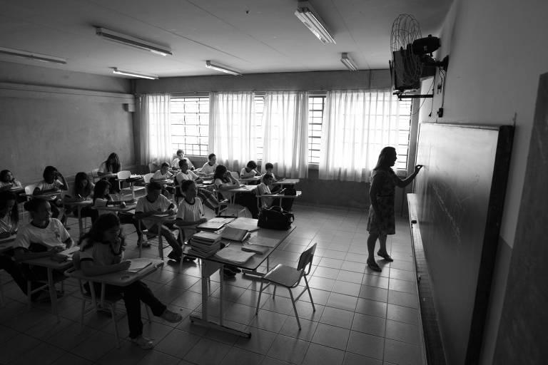 Alunos em sala de aula da escola Municipal Tom Jobim em Santana do Parnaiba (Grande SP)