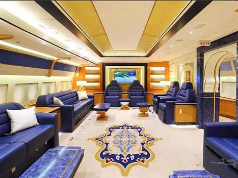 The Boeing 747-8 is decked out in blue, white and gold and can seat 76 passengers and 18 crew DIREITOS RESERVADOS. NÃO PUBLICAR SEM AUTORIZAÇÃO DO DETENTOR DOS DIREITOS AUTORAIS E DE IMAGEM