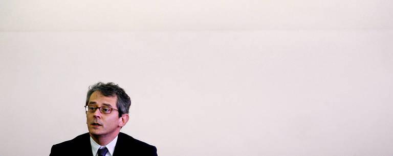 Otavio Frias Filho em debate sobre jornalismo e ditadura na sede do jornal, em 2006