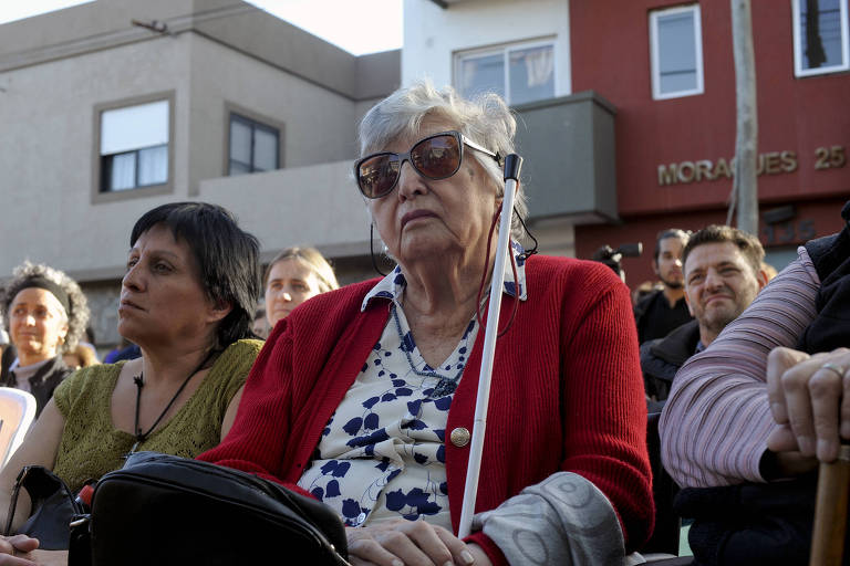 Chicha Mariani, uma das fundadoras do grupo Avós da Praça de Maio, participa de cerimônia pelas vítimas da ditadura argentina em La Plata