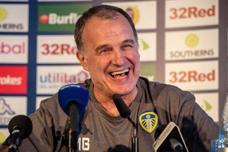 Marcelo Bielsa, técnico do Leeds United, durante entrevista coletiva