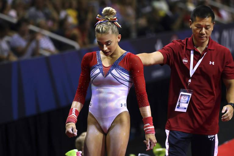 Ginastas dos EUA descrevem abuso físico e emocional por treinador