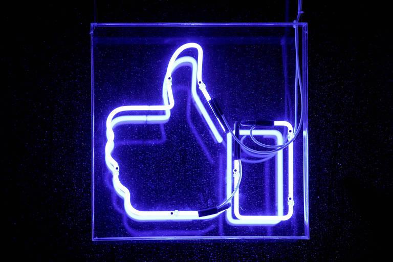"""Símbolo de """"curtir"""" do Facebook em neon"""