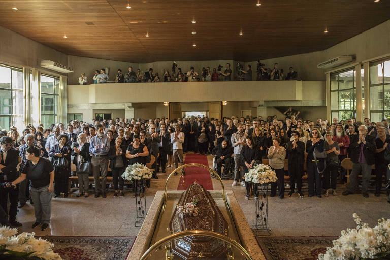Familiares, amigos e representantes de setores da sociedade participam do velório de Otavio Frias Filho