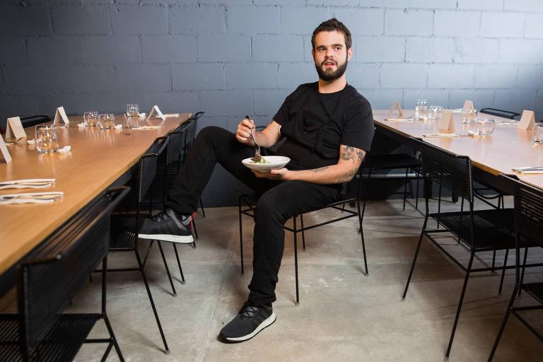 Chef Cesar Costa no restaurante sustentável Corrutela, na Vila Madalena
