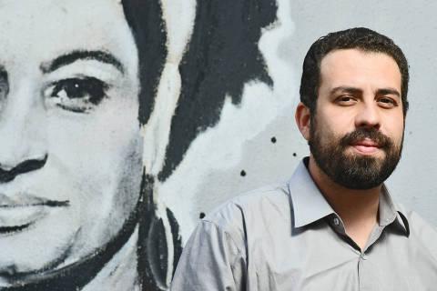 'Falta a setores da esquerda a humildade de pisar no barro, fica a dica', diz Boulos
