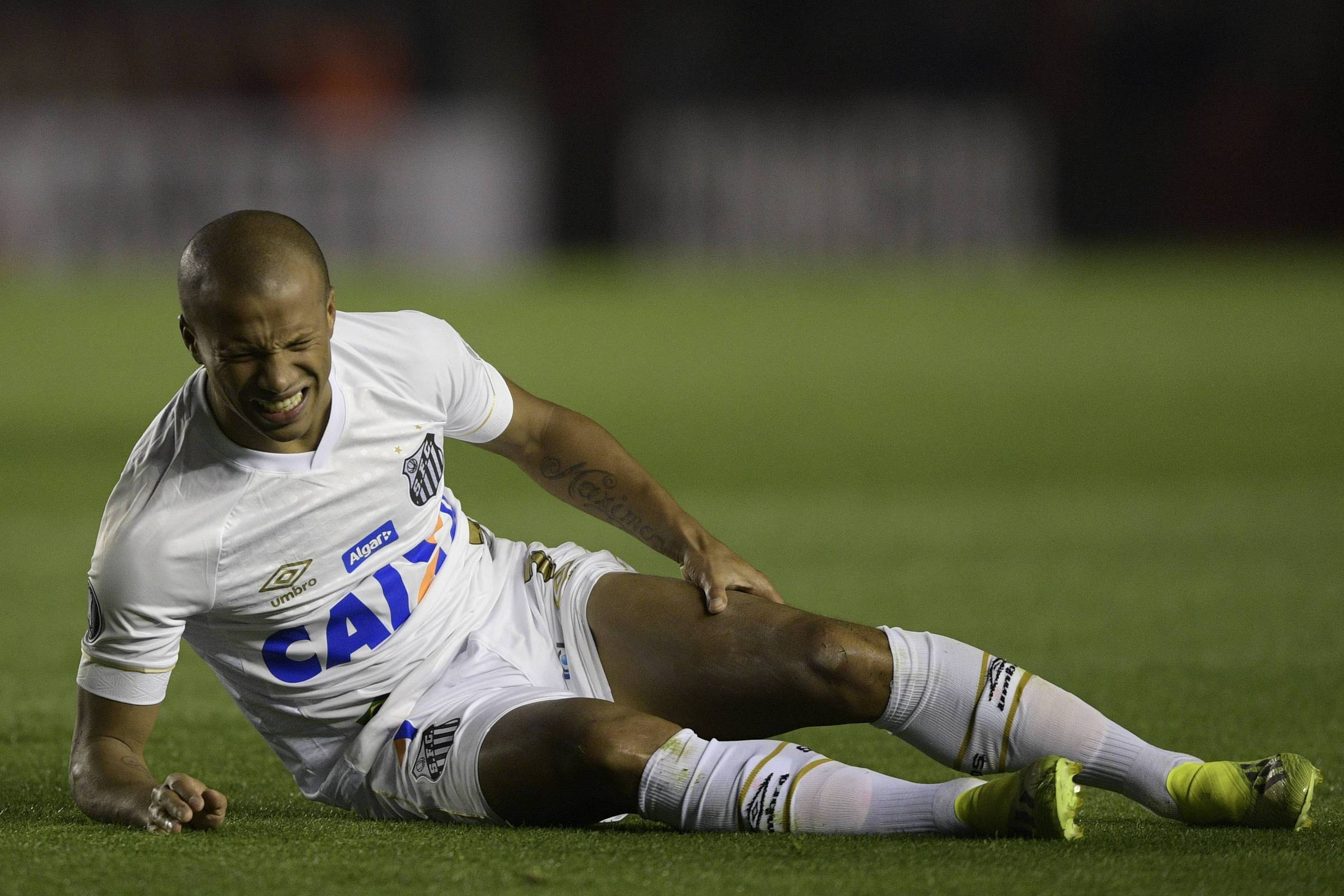 Conmebol adia decisão sobre punição ao Santos para dia do jogo de volta -  27 08 2018 - Esporte - Folha 909f523ade090