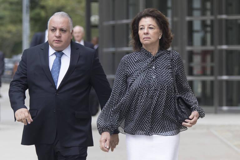 Neusa Marin, mulher do ex-presidente da CBF José Maria Marin, deixa a corte federal de Nova York após a divulgação da sentença nesta quarta-feira (22)