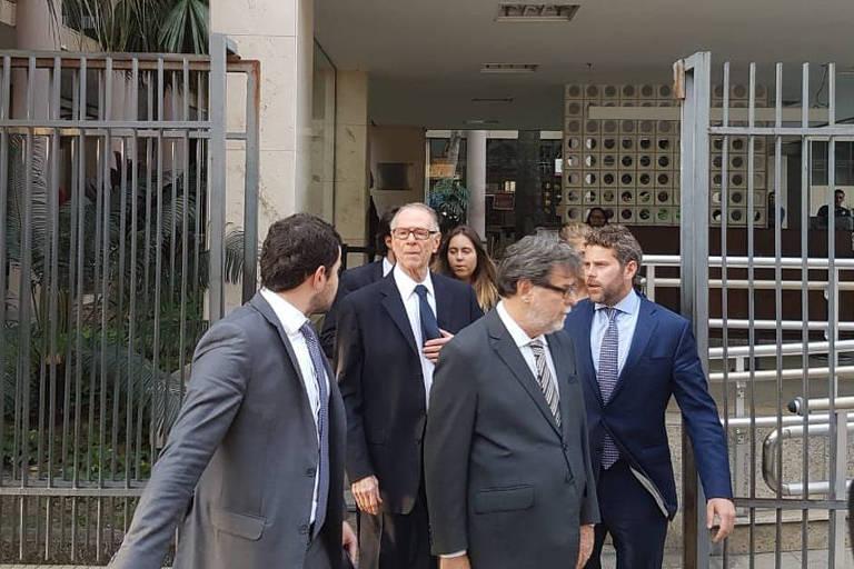 O ex-presidente do COB (Comitê Olímpico do Brasil), Carlos Arthur Nuzman, deixa a Justiça Federal após interrogatório com o juiz Marcelo Bretas