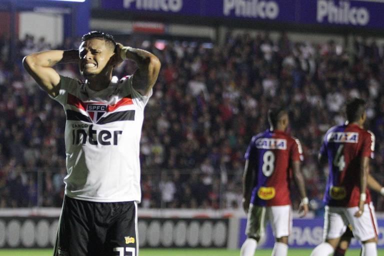 Éverton, do São Paulo, lamenta chance desperdiçada no empate com o Paraná