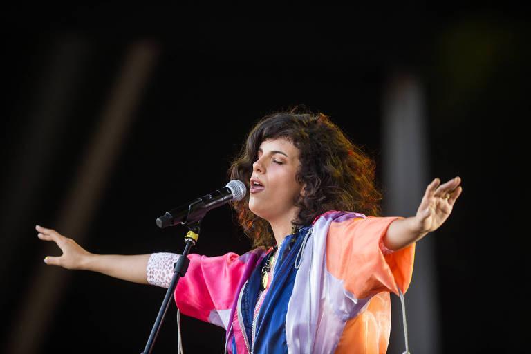 A cantora paulistana Céu se apresenta no aniversário da festa Sexta Básica
