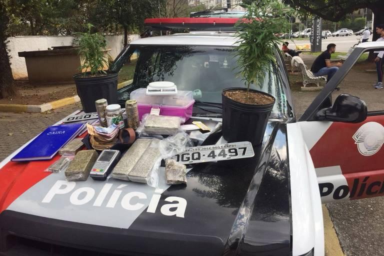 PM apreende na USP maconha e máquina de cartão com suspeito de tráfico