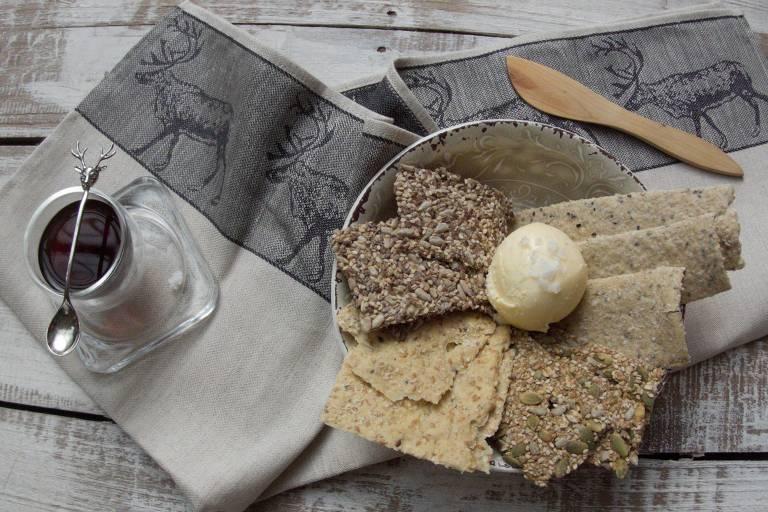 Pães e manteiga feitos no restaurante Escandinavo, em Pinheiros