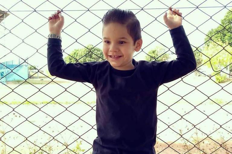 Gabriel Lucca tem o costume de enviar cartas para família e escola