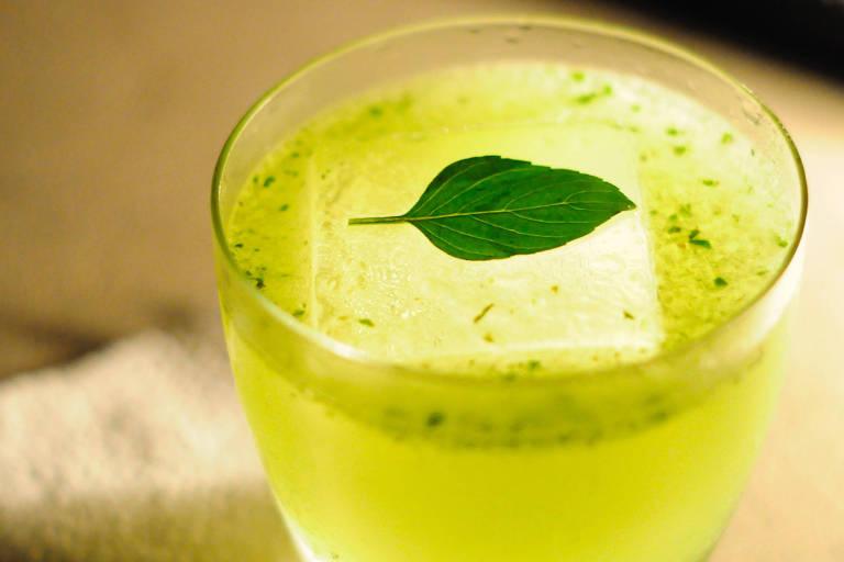 Coquetel Gim Pesto é uma das opções do Cava Bar
