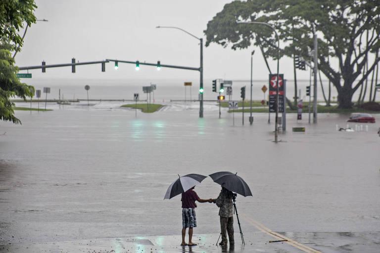 Furacão Lane chega ao Havaí
