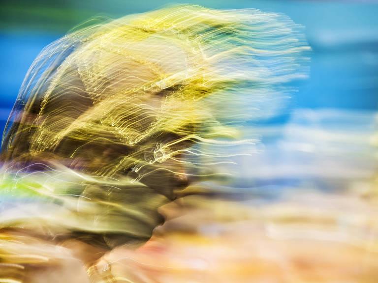homem ao vento