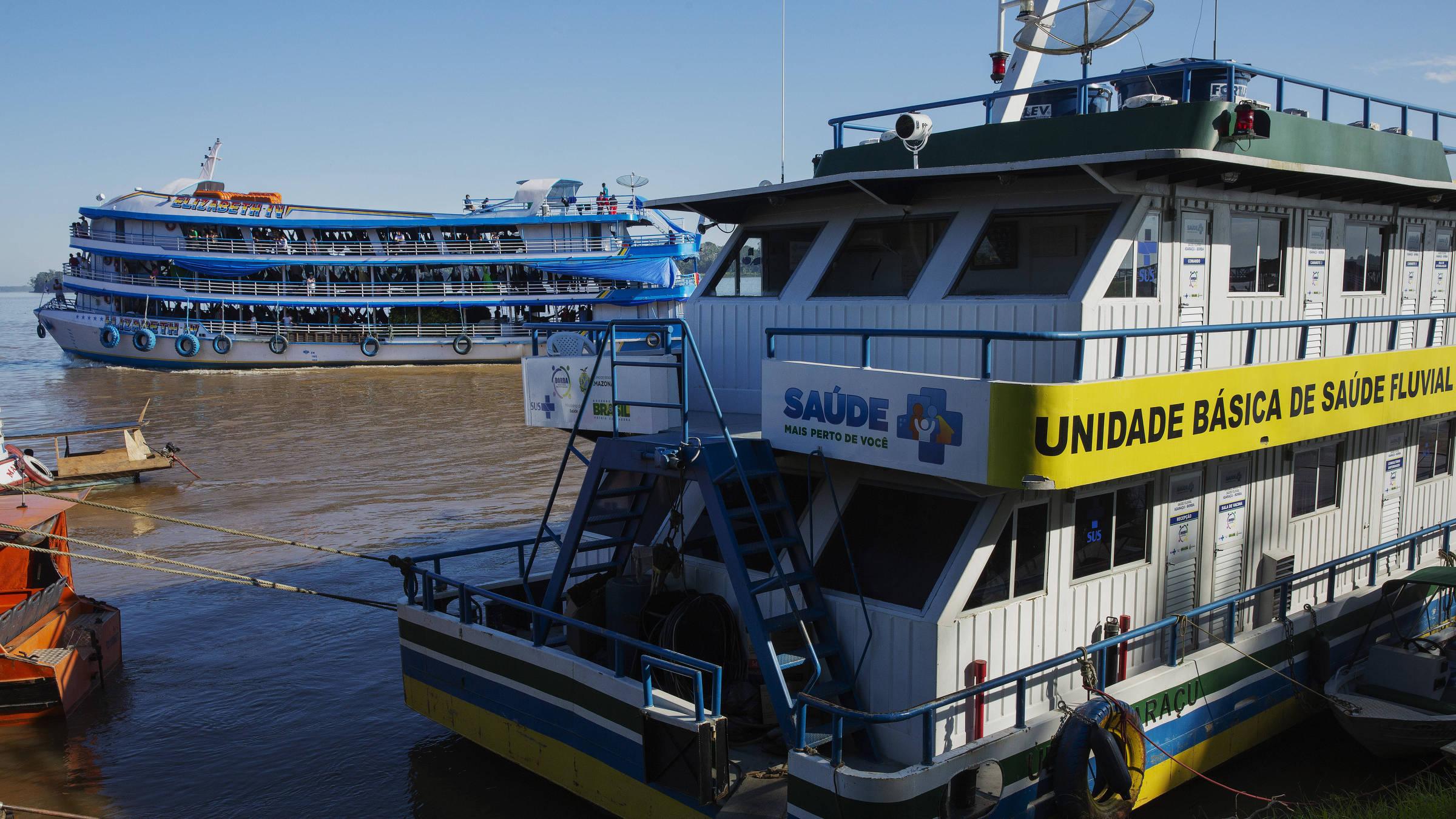 Unidade Básica de Saúde Fluvial atracada no porto em Borba (AM) Foto: Lalo de Almeida/ Folhapress