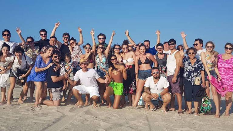 Familia e amigos ja estão reunidos em Jericoacoara para o casamento de Camila Queiroz e Klebber Toledo