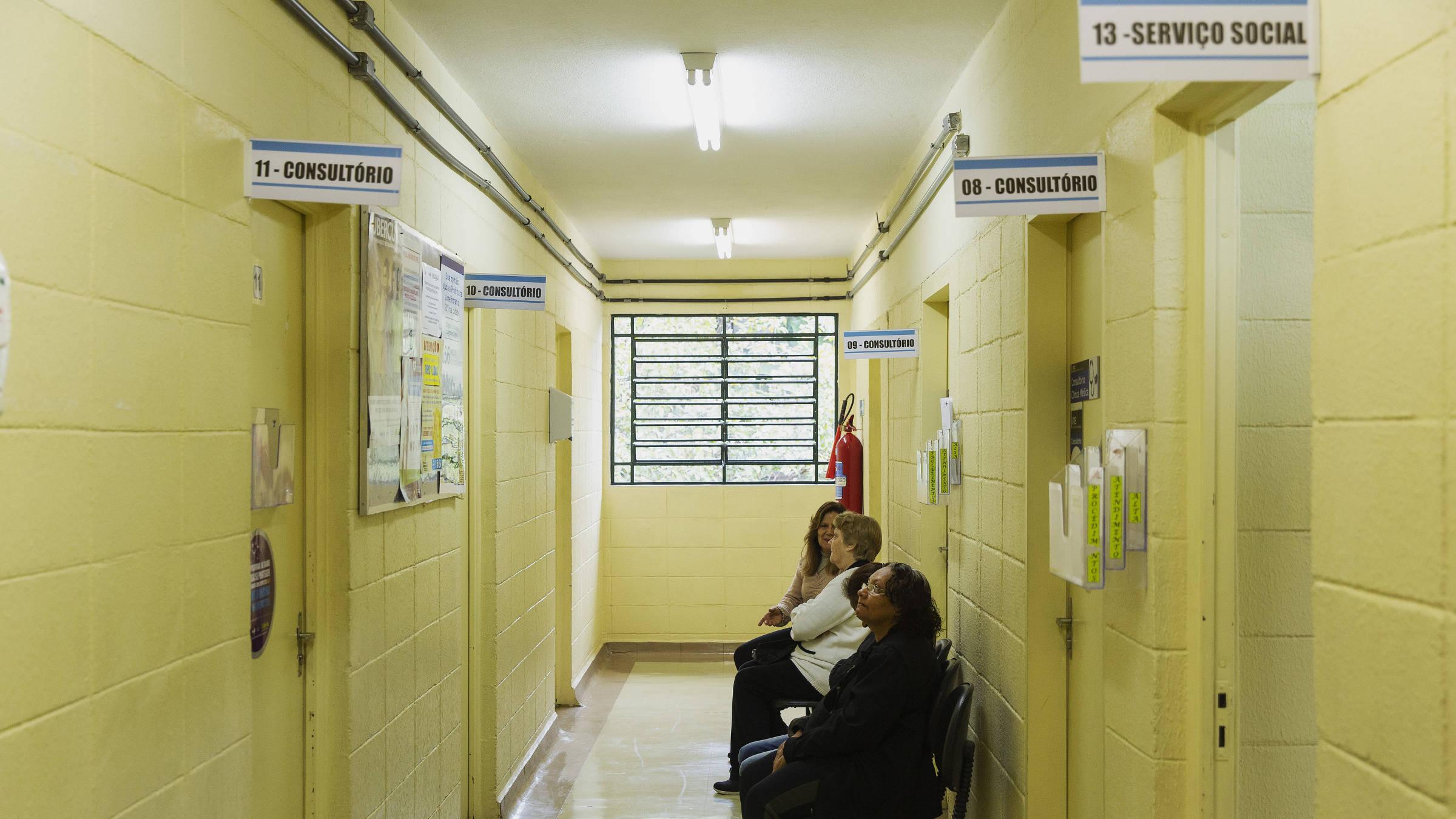 Pacientes aguardam para consulta médica na UBS São Vicente de Paula no Ipiranga em São Paulo. Foto: Lalo de Almeida/ Folhapress