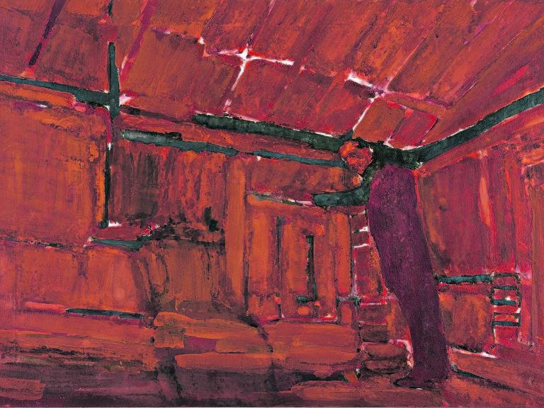 interior de quarto vermelho com homem de pé