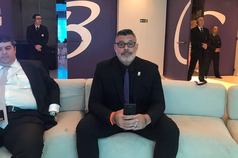 Alexandre Frota, famoso por seus papéis na TV, participa de seu primeiro debate político televisivo. Ele foi convidado pela equipe de Rodrigo Tavares, candidato do PRTB, aliado a Bolsonaro