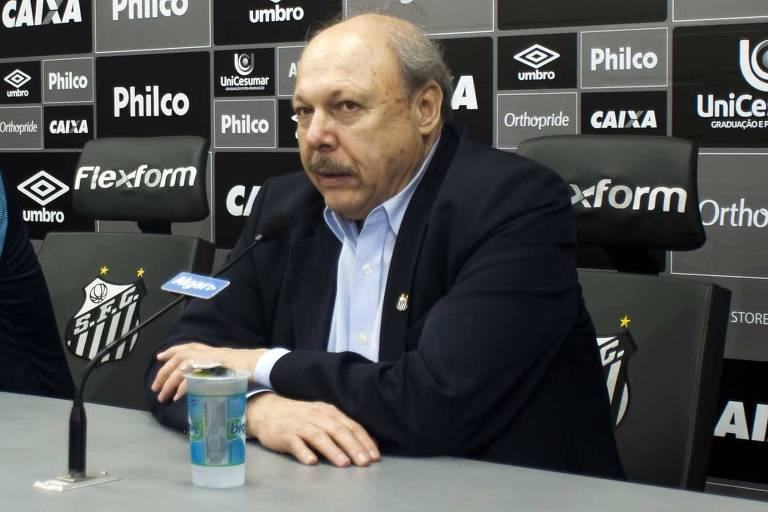 José Carlos Peres concede entrevista no Centro de Treinamento do clube