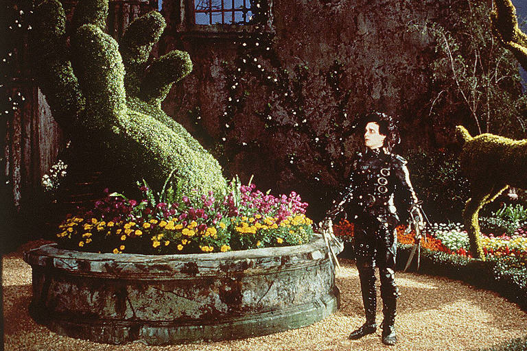 """Johnny Depp em cena do filme """"Edward Mãos de Tesoura"""""""