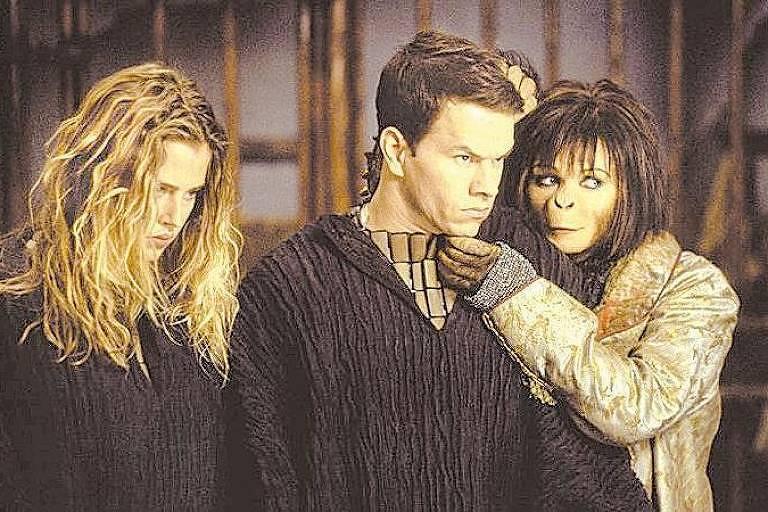 """Estella Warren, Mark Wahlberg e Helena Bonham Carter em cena do filme """"O Planeta dos Macacos"""""""