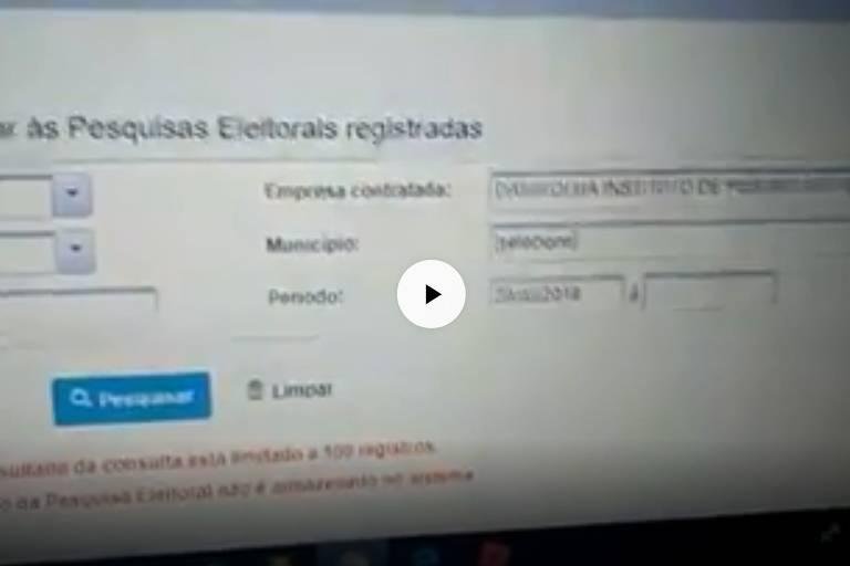 Captura de imagem de vídeo em que homem faz busca errada em site do TSE