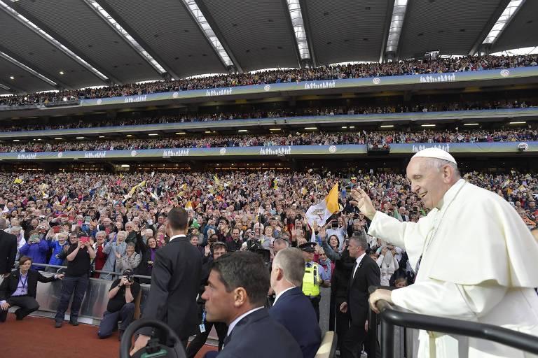 Francisco chega a evento em estádio em Dublin, na Irlanda
