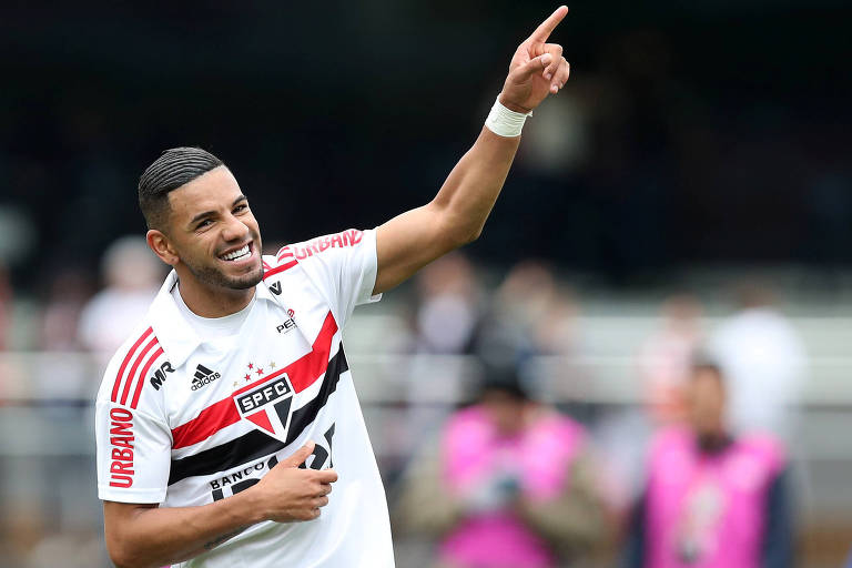 Bruno Peres comemora o gol que definiu a vitória são-paulina