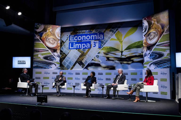 Mesa sobre tributação verde no 3º Fórum Economia Limpa, realizado pela Folha