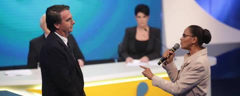 SÃO PAULO, SP, 17.08.2018 - Marina Silva (Rede) confronta Jair Bolsonaro (PSL) durante debate - Os candidatos à Presidência da República participam do segundo debate televisivo das eleições de 2018, realizado pela Rede TV e revista Isto É, em São Paulo (SP). Presença de Álvaro Dias (Podemos), Cabo Daciolo (Patriota), Ciro Gomes (PDT), Geraldo Alckmin (PSDB), Guilherme Boulos (PSOL), Henrique Meirelles (MDB), Jair Bolsonaro (PSL) e Marina Silva (Rede). Luiz Inácio Lula da Silva (PT) não esta presente por estar preso em Curitiba. (Foto: Diego Padgurschi/Folhapress)